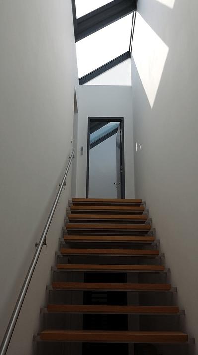 Plattformlift im Treppenhaus